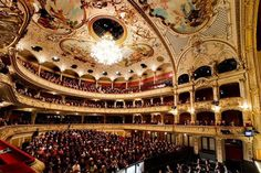 The Zurich Opera House has repeatedly demonstrated its importance to the world of opera. Zurich, Theatre Architecture, Classic Architecture, World Theatre, Switzerland Cities, Best Architects, Opera Singers, Concert Hall, Beautiful Buildings