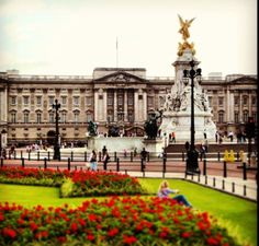 Buckingham Palace tube St James's Park, Victoria, Green Park adult/child £19/10.85 9.30am-7pm late Jul-Aug, to 6.30pm Sep