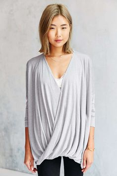 Silence + Noise Olivia Surplice Top - Urban Outfitters