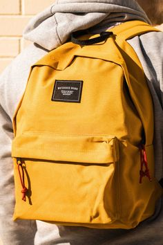 The union backpack has become a very popular backpack globally and the yellow has out sold every other colour combined. Source by Bags Yellow Backpack, Backpack Outfit, Hoodie Outfit, Backpack Bags, Fashion Backpack, Messenger Bags, Backpacks For Teens School, Backpack For Teens, Kids Backpacks