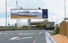 あなたの冒険心を加速させる、Land Roverの看板広告