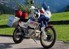 Immagine inserita Honda Motorbikes, Honda Africa Twin, Bmw Scrambler, Dual Sport, Bike Trails, Cars And Motorcycles, Biker, Twins, Adventure