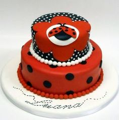 Ask yourself if you need healthy desserts? You can find out how if you visit our site! Bug Birthday Cakes, Birthday Cake Girls, Pretty Cakes, Beautiful Cakes, Fondant Cakes, Cupcake Cakes, Owl Cupcakes, Fruit Cakes, Rio Cake