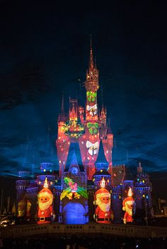 ディズニー・ギフト・オブ・クリスマス Disney Land, Disney Parks, Walt Disney World, Disney Pixar, Christmas Photos, Christmas Themes, Princesa Disney, Merry Little Christmas, Magic Kingdom