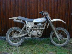 Modified 1977 for Vintage Motocross. Lots of fun! Enduro Vintage, Vintage Motocross, Vintage Bikes, Motorcycle Dirt Bike, Motocross Bikes, Dirt Biking, Yamaha 125, Off Road Bikes, Old Motorcycles