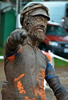 Der Matsch will Dich! Paris Roubaix (Eng) The Mud Wants You ! Cycling Art, Cycling Jerseys, Cycling Bikes, Paris Roubaix, E Mtb, Champions Of The World, Pedal, Bicycle Race, Man Up