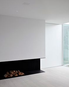 Bold black steel fireplace, by architect Pascal Bilquin. Interior execution by Minus.