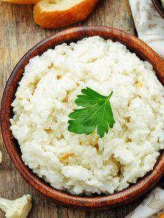 Der Reis aus Blumenkohl ist eine super Alternative zu herkömmlichen Reis. Er hat wenig Kalorien, ist Low-Carb und enthält eine ganze Menge
