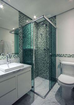 Resultado de imagem para modelos de banheiros bem pequenos com box