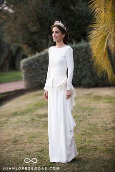 Reyes ∞ Joaquín // Reyes Murube: vestido de Antonio García Estudio, estilismo de Peluquería Carmela Domínguez.