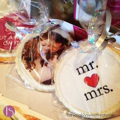 Custom Wedding Favor Cookies from Fashionably Sweet Treats™ - Design yours with your wedding colors, photos and personal style! #weddingfavor #customcookies #fstreats