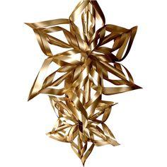 Vous recherchez une création de décoration de Noël originale, cette fiche vous explique comment réaliser une belle étoile dans les tons dorés et argentés. Cette étoile apportera la touche finale à votre sapin, ou illuminera votre décoration en étant suspendue à l'endroit de votre choix. Plus de 2500 Tutos et DIY sur Creavea.com- Leader Français du loisir créatif!