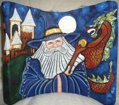 Titulo: Merlín, el gran mago Autora: Jeniffer Molina P. Técnica: Vela tallada (escultura tallada en pantalla de parafina)