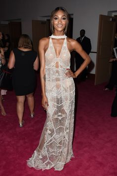 Jourdan Dunn looks perfectly girly in a feminine Jonathan Simkhai number at the CFDA Awards.