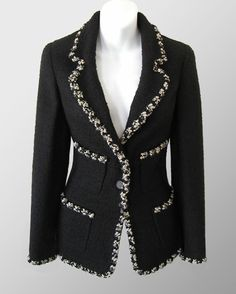 Find the CHANEL Black Contrast Braid Trim Boucle Jacket: at The RealReal is the leader in authenticated luxury consignment. Chanel Outfit, Chanel Fashion, Luxury Fashion, Chanel Couture, Boucle Jacket, Tweed Jacket, Sequin Jacket, Moda Fashion, Womens Fashion