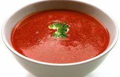 Deze #koolhydraatarme #tomatensoep is wat mij betreft een van de lekkerste soepen die je kunt maken! Daarnaast bevat deze tomatensoep boordevol gezonde voedingsstoffen. Om er extra smaak aan te geven gebruik je ook #paprika. Ik weet in ieder geval wat er vanavond op het menu staat! Hoe je deze lekkere soep maakt lees je op de website => https://www.bgreat.nl/koolhydraatarme-tomatensoep/