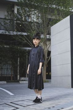 I like the classic style dress with the modern shoes Street Style Vintage, Asian Street Style, Tokyo Street Style, Japanese Street Fashion, Tokyo Fashion, Asian Style, Chinese Style, Korean Fashion, Japan Street