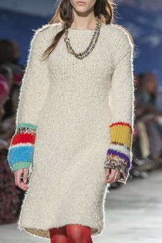 Missoni at Milan Fashion Week Fall 2017 - Details Runway Photos Knitwear Fashion, Knit Fashion, Fashion Show, Missoni, Milan Fashion Weeks, Knitting Designs, Colorful Fashion, Knit Dress, Autumn Fashion