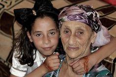 Nouara, épouse de mon héros, est le dernier lien vivant  qui me reste avec une certaine Algérie qui m'aura autant fait grandir que mon Paris natal.  Chapitre 12 Un Monsieur tout le monde pas comme les autres... Je ne sais que très peu de choses, à vrai...