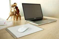 Just Mobile Alupad™ is a high-style mouse pad, crafted from a slab of anodised aluminium wrapped in seamless white plastic.