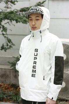 Minimalism can be rare with supreme because there is always a weird printed piece Urban Fashion, Men's Fashion, Fashion Design, Street Fashion, Fashion Vintage, Korea Street Style, Supreme Clothing, Bold Logo, Mode Style