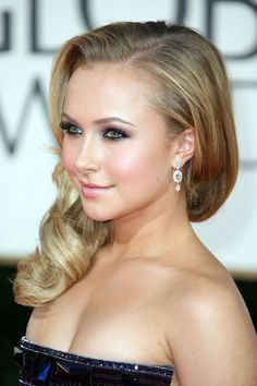 Hayden Panettiere is another actress i don't mind blonde. i've seen her here and there, and like her in almost every movie i've seen. she's so  beautiful...
