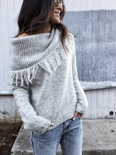 Casual Knitted Solid One Shoulder Sweater Casual Sweaters, Cozy Sweaters, Sweaters For Women, Fashion Moda, Womens Fashion, Cooler Look, Fringe Sweater, Winter Stil, Striped Scarves
