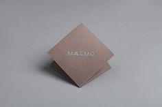 Maaemo — это экологичный ресторан для гурманов в Осло ( Норвегия). Кухня ресторана Maaemo — скандинавская, а название кафе берётся из финского диалекта, что означает «Мать-Земля».