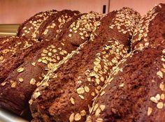Backen Sie auch lieber Ihr Brot selbst und probieren gerne neue Brotsorten aus? Ich habe mich an einem Malzbierbrot versucht und bin absolut begeistert. Einfach in der Handhabung und dazu noch mega lecker. Wer Malzbier genauso gerne mag wie ich, der kann diesem Brot auch nicht widerstehen. Das Malzbierbrot ist ein einfaches Brotrezept, aber es …