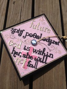 My friend asked me to decorate her cap for graduation.  Congrats, Kearria!! Yay for speech pathologists!!