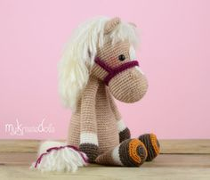 This is a crochet pattern (PDF file) NOT a finished doll you see on the photos! Crochet pattern available in: Deutsch, English, Español & Nederlands. Horse Piem turns out at a size of 20 cm with the yarn I used (sockyarn). If you are using yarn with a different gauge the doll measurements will change. In that case you have to correct the eyes-size. This pattern is written in US terms.