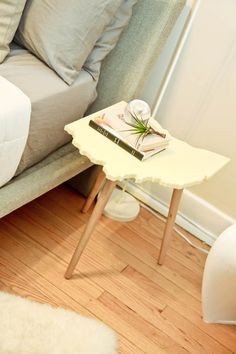 Woah! How unique is this Ohio table? super cute!   www.gettothebc.com   Butler County, Ohio