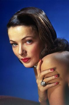 Gene Tierney in 'Leave Her to Heaven,' See the best red nails of all time here! Old Hollywood Glamour, Golden Age Of Hollywood, Vintage Hollywood, Hollywood Stars, Classic Hollywood, Hollywood Icons, Anne Baxter, Gene Tierney, Lana Turner