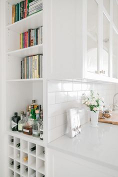 Pantry Design, Kitchen Design, Dish Drawers, White Pantry, Round Sink, Home Meals, Wine Cabinets, Bar Areas, Butler Pantry