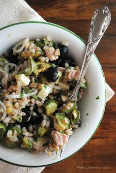 Insalata di farro con tonno e zucchine Vegetarian Salad Recipes, Pasta Recipes, Cooking Recipes, Healthy Recipes, Antipasto, Couscous Quinoa, Healthy Cooking, Healthy Eating, Light Recipes