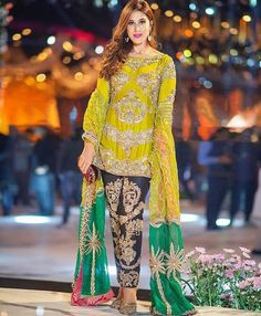 Shadi Dresses, Pakistani Formal Dresses, Pakistani Dresses Online, Pakistani Dress Design, Pakistani Outfits, Indian Dresses, Pakistani Clothing, Indian Outfits, Mehendi Outfits