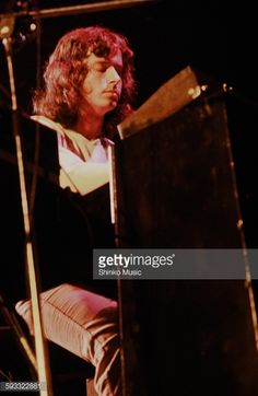 Genesis Tony Banks live at New York Madison Square Garden.
