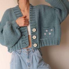 Knit Fashion, Girl Fashion, Fashion Outfits, Cardigan Au Crochet, Knitted Coat, Oversized Cardigan, Daisy, Crochet Designs, Crochet Clothes