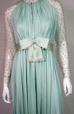 Victoria Royal - Robe de Soirée - Soie Vert Menthe et Strass