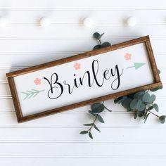 Baby navn Brinley www.ressielillian … Babynamen Brinley www. – baby names Farmhouse Nursery Decor, Rustic Nursery, Rustic Baby, Boho Nursery, Country Baby Girl Names, Country Babys, Cute Baby Names, Coral Nursery, Baby Name Signs