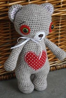 There are a lot of crochet bear patterns out there, but this is the cutest I've seen.