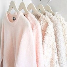 Light pink cardigan sweaters love is in the air jumper jacke coat blouse light pink sweater Light Pink Cardigan, Pink Cardigan Sweater, Fashion Mode, Look Fashion, Winter Fashion, 90s Fashion, Fashion Hair, Petite Fashion, Curvy Fashion