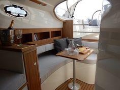 Wilt u een Makma Caribbean 31 kopen? Yacht Design, Showroom, Corner Desk, Caribbean, Furniture, Home Decor, Corner Table, Decoration Home, Room Decor