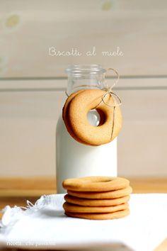 ricotta...che passione: Biscotti al miele, senza uova e latte. Oggi anche delle piccole curiosità su di me.....