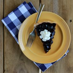 Fresh Blueberry Pie - This summertime recipe is one of my absolute favorites… Fresh Blueberry Pie, Blueberry Season, Blueberry Recipes, Pie Recipes, Sweet Recipes, Baking Recipes, Dessert Recipes, Fruit Dessert, Fruit Recipes