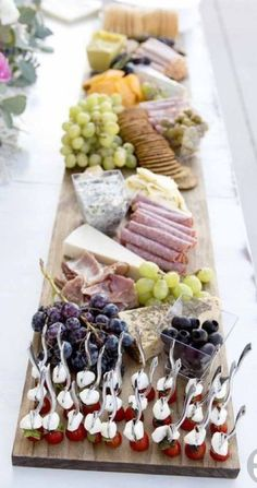 Gorgeous and easy charcuterie boards for your wedding reception - bridal shower - or next gathering - easy meat and cheese boards {wine glass writer} Meat Appetizers Appetizers Appetizers keto Appetizers parties Appetizers recipes Cheese Platter Board, Cheese Platters, Food Platters, Cheese Boards, Cheese Board Display, Meat Platter, Snacks Für Party, Appetizers For Party, Appetizer Recipes