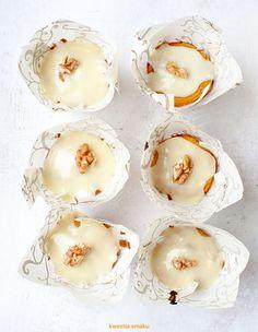 Miodowe muffinki marchewkowe z orzechami