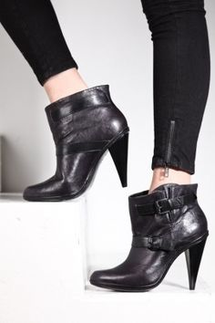 Women's Norris Boot (Black) | Report Footwear | 80's Purple - StyleSays