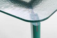 Detail of Oskar table by B&B Italia | Master Meubel, design meubelen en interieur inrichting