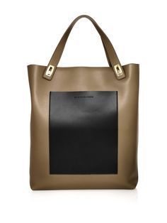 balenciaga. now this is an it bag I can get behind.